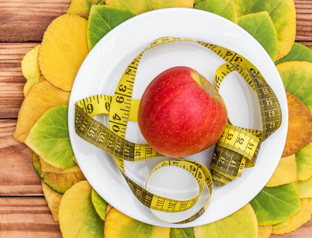 Apple on plate Lose 30 Pounds